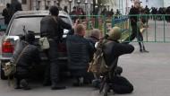Prorussische Separatisten stürmen Regierungssitz in Luhansk