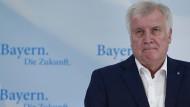 Seehofer geht auf Distanz zu Merkel
