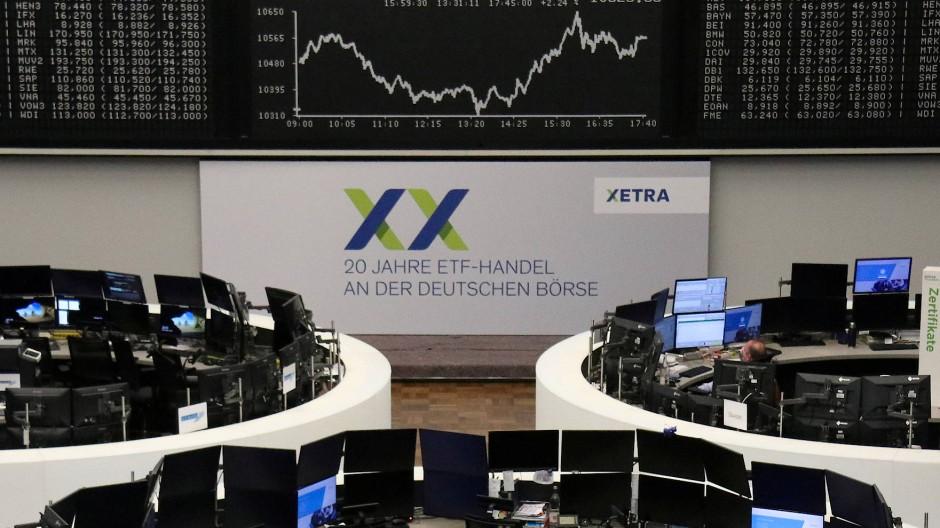 Die Dax-Anzeigetafel auf dem Parkett der Frankfurter Börse am 9. April 2020