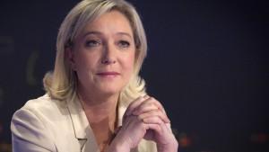 Sarkozy in Umfrage vorne - Le Pen kann antreten