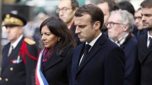 """""""Eagles of Death Metal"""" spielen in Paris im Gedenken an die Opfer"""