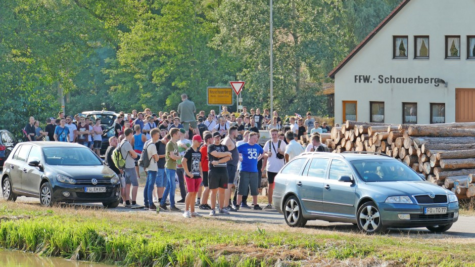"2018 in Emskirchen: Hunderte demonstrierten unangemeldet gegen den ""Drachenlord""."