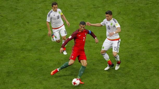 Der Videobeweis bremst Ronaldos Portugiesen