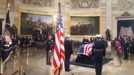 Bushs Leichnam wurde im Kapitol in Washington aufgebahrt