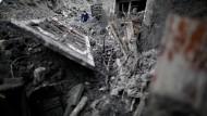 Überschwemmungen fördern Leichen aus dem Krieg zutage