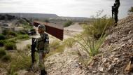 Mexikanische Nationalgardisten bewachen die Nordgrenze nahe Ciudad Juárez.