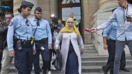 Nach dem Prozess in Paris: Zoulika Azirin gab vor, eine Mutter wie jede andere zu sein.
