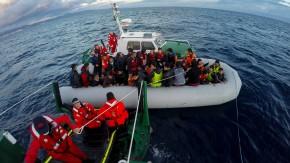 Auf dem Mittelmeer: Helfer entdecken 22 tote Flüchtlinge auf Schlauchboot