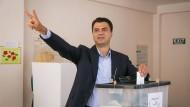 Ministerpräsident gibt am Sonntag in Tirana seine Stimme ab.