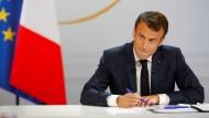 Frankreichs Präsident Emmanuel Macron während der Pressekonferenz im Elysée-Palast
