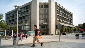 Rathausplatz für Bürger wieder sicher