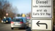 Schilder wie dieses in Stuttgart sollen nach dem Willen der Bundesregierung in anderen Städten vermieden werden.