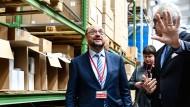 """Martin Schulz: Der erste Mann der SPD stellt sich in Königs Wusterhausen in Brandenburg im mittelständische Unternehmen """"Pedag International""""  vor."""