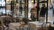 Bars und Restaurants sollen in Italien geschlossen bleiben.