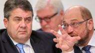 Gabriel mit Schulz: Der Europapolitiker nimmt nicht am Spitzentreffen teil.