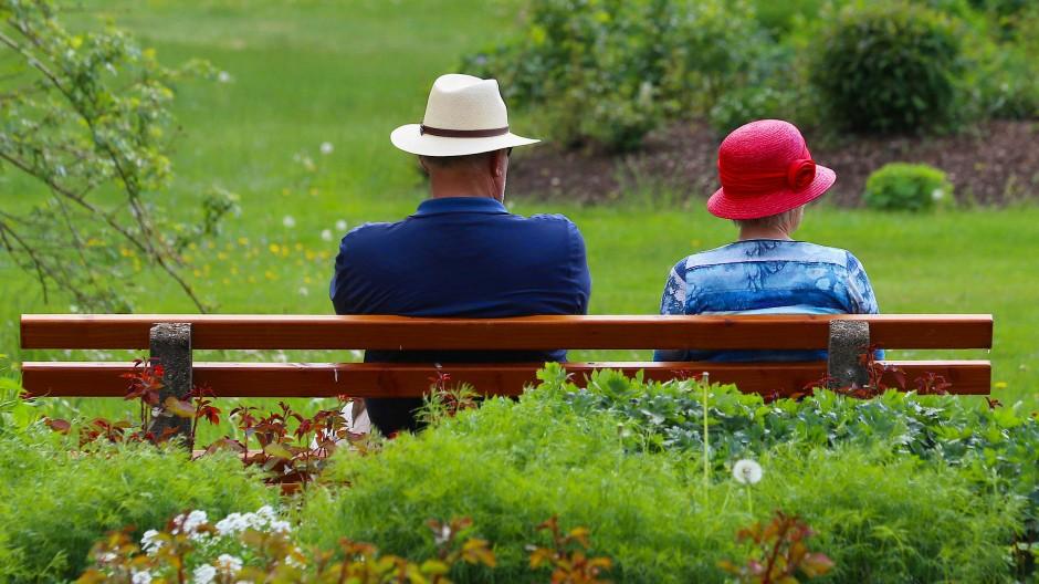 Die klassische deutsche Lebensversicherung stirbt einen Tod auf Raten. Was folgt daraus für die Altersvorsorge?