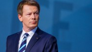 """""""Im ersten Halbjahr werden wir Verbesserungen in der Pünktlichkeit sehen"""", verspricht Bahn-Chef Richard Lutz (54)."""