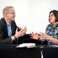 F.A.Z.-Digitalchef Carsten Knop mit Susan Küper-Roesnick in der Frankfurter Paulskirche