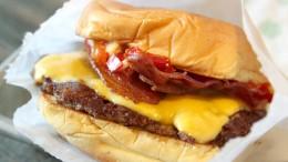 Mann rastet wegen fehlendem Burger aus