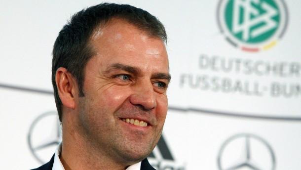 Flick unterschreibt Vertrag als Bundestrainer