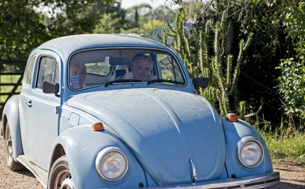Der scheidende Präsident José Mujica in seinem inzwischen legendären VW-Käfer