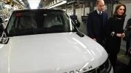 Prinz William und Herzogin Catherine in einer Fabrik von Land Rover