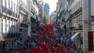 Lissabon: Kommunisten demonstrieren gegen die Regierung Passos.