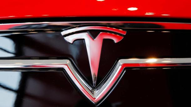 Tesla steigt zum wertvollsten Autobauer auf