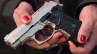 Immer mehr Deutsche besorgen sich kleinen Waffenschein