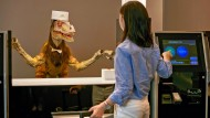 Jurassic Park am Empfang: Ein Roboter begrüßt in Japan Hotelgäste.