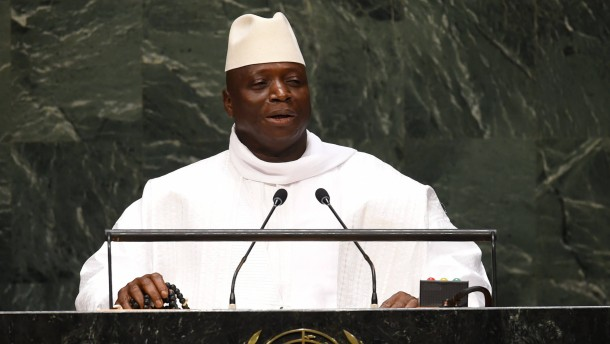 Gambia ordnet Kopftuch für weibliche Beamte an