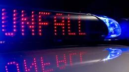 Mindestens ein Toter und 13 Schwerverletzte bei Busunfall