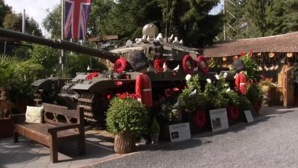 Ein britischer Panzer im deutschen Hausgarten