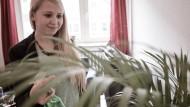 """""""Live like Kings"""" heißt eine Fotoserie über Studenten, die sich in Bremerhaven luxuriöse Wohnungen zu kleinen Preisen leisten können –"""