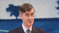"""Für den Hardliner Jacob Rees-Mogg ist der Kommissionsvorschlag eine Steilvorlage: """"Gott sei Dank verlassen wir diese Organisation""""."""