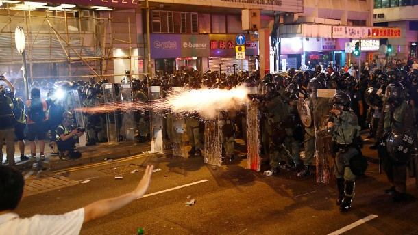 China droht Hongkong mit der Armee