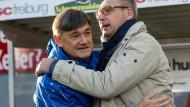 """Danke, dass Du ausgeholfen hast: Ramon Berndroths Zeit als Interimstrainer geht mit drei Niederlagen vorbei, Präsident Fritsch (rechts) will """"alles auf null"""" stellen."""