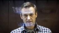 Der russische Oppositionsführer Alexej Nawalnyj im Februar während eines Prozesses in einem Gerichtssaal in Moskau
