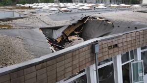 Dach an Uni Wuppertal stürzt nach Unwetter ein