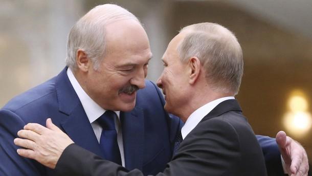 Putin bietet Lukaschenka Waffenhilfe an