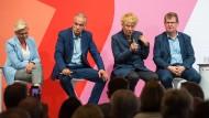 Die Kandidaten für den SPD Vorsitz Hilde Mattheis, Dierk Hirschel, Gesine Schwan und Ralf Stegner während der ersten SPD-Regionalkonferenz.