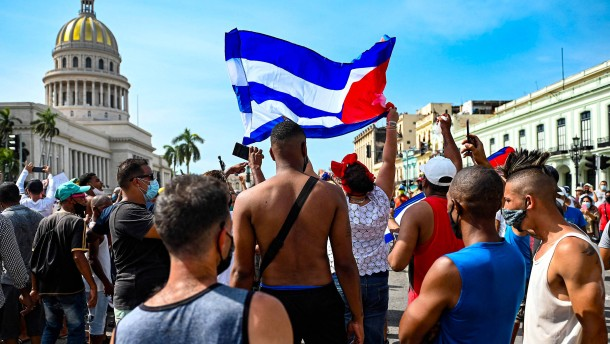 Tausende Kubaner demonstrieren gegen die kommunistische Regierung