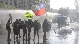 Zusammenstöße von Regierungsgegnern und Polizei