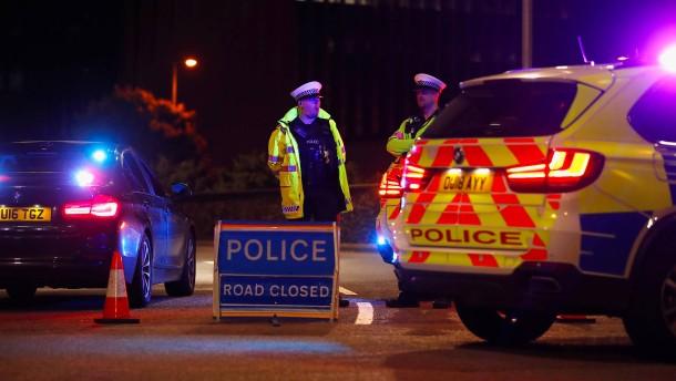 Drei Tote bei Messerstecherei nahe London