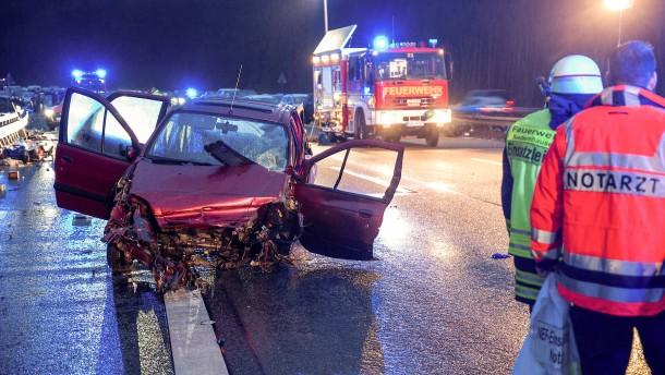 Auto aus der Kurve geschleudert – Frau getötet