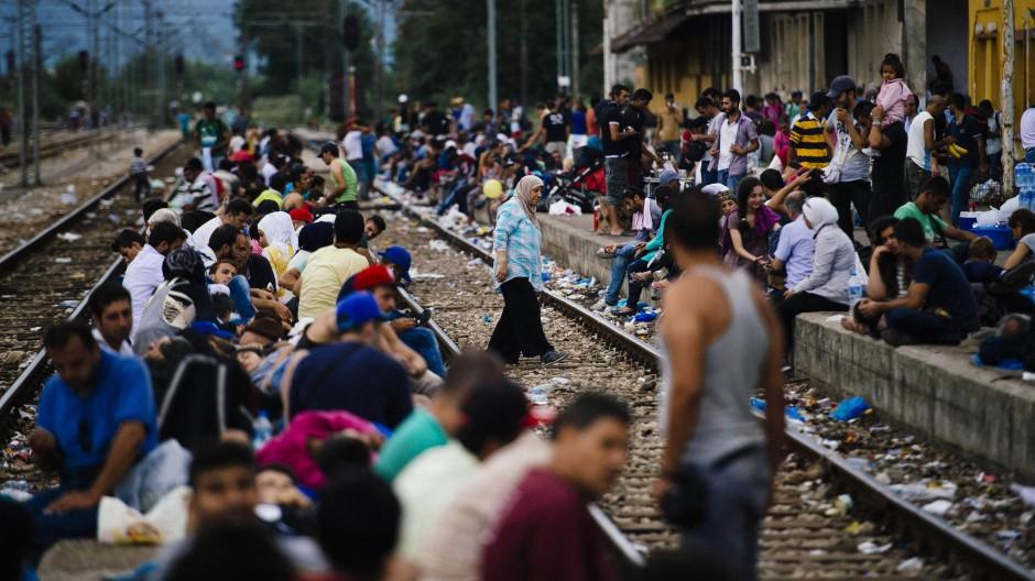 An der mazedonischen Grenzstadt Gevgelija warten Flüchtlinge aus Griechenland