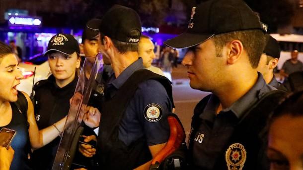 Türkische Regierung entlässt mehr als 18.000 Staatsbedienstete