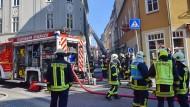 Wäre die Feuerwehr in Deutschland auf einen Brand wie in Paris vorbereitet? In Eisenach kämpften die Einsatzkräfte am Dienstag mit einem Brand in einem Wohn- und Geschäftshaus.
