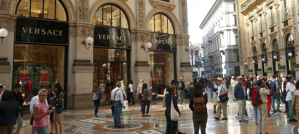 f6798b0afa Michael Kors kauft Versace für fast 2 Milliarden Dollar