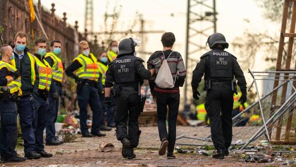 Münchner Polizei löst Party mit 200 Teilnehmern auf